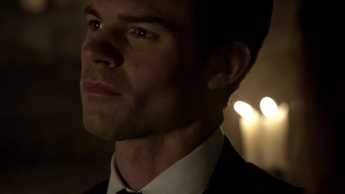 Elijah karatasi la kupamba ukuta with a business suit called Elijah Mikaelson