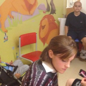 Visiting children in Great Ormond strada, via Hospital in Londra (11.12.2013)