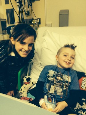 Visiting children in Great Ormond calle Hospital in Londres (11.12.2013)