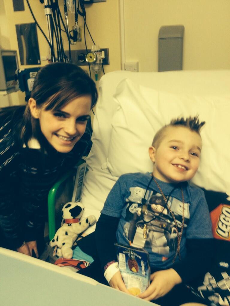 Visiting children in Great Ormond mitaani, mtaa Hospital in London (11.12.2013)