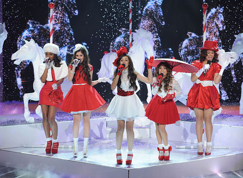 Fifth Harmony 壁纸 called x factor usa 2012 holiday song 5h