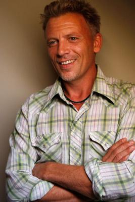 Callum Keith Rennie casted as cá đuối, ray Steele