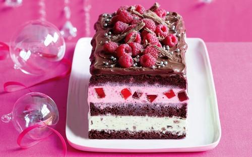 nourriture fond d'écran containing a frosted layer cake, a split, and a banane divisé, split entitled Cake