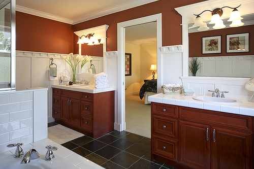 Decorating your bathroom with wallpaper