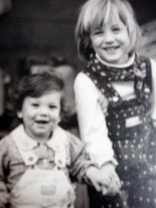 Kaley Cuoco fond d'écran titled Childhood photos