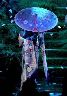 "Katy @ 2013 AMA perf. ""Unconditionally"""
