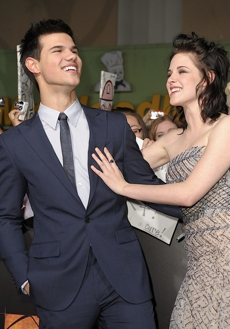 Is kristen and taylor lautner dating