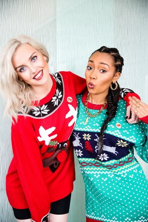 圣诞节 Perrie and Leigh-Anne