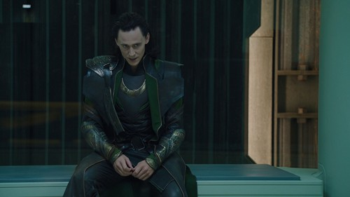 Loki (Thor 2011) fond d'écran possibly with a hip boot and a surcoat, surcot called Loki Screencaps