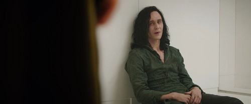Loki (Thor 2011) fondo de pantalla possibly with a well dressed person titled Loki Screencaps