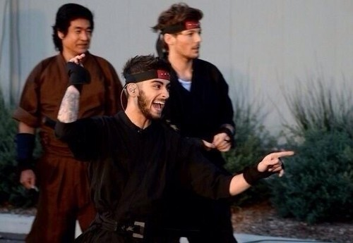Louis Tomlinson wallpaper titled Ninja Zouis