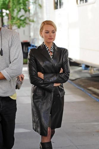 Margot Robbie kertas dinding with a business suit, a well dressed person, and a suit entitled Margot Robbie
