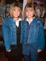 mary-kate and ashley - mary-kate-and-ashley-olsen photo
