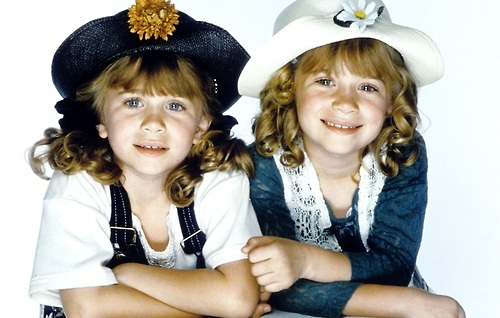 Mary-Kate & Ashley Olsen wallpaper possibly containing a fedora, a bonnet, and a cloche called mary-kate and ashley