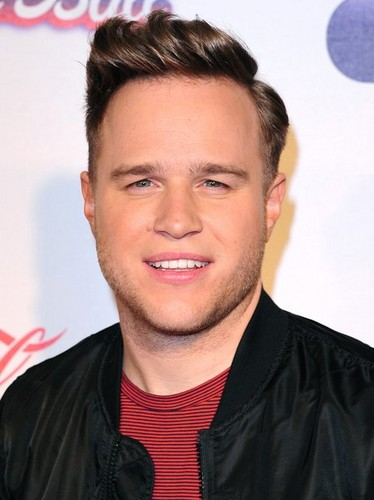 Olly Murs karatasi la kupamba ukuta containing a portrait entitled Olly at Jingle kengele Ball '13