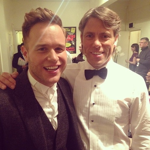 Olly Murs Hintergrund titled Olly Murs and John Bishop