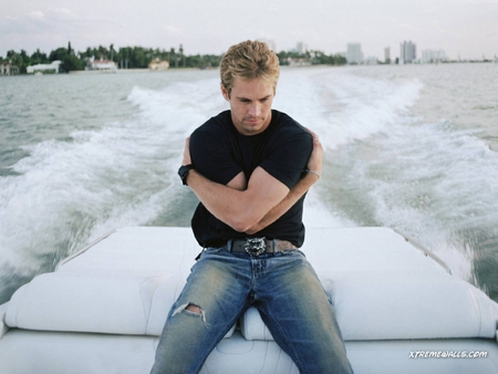 Paul Walker wallpaper probably containing a jean, long trousers, and bellbottom trousers titled Paul Walker<3