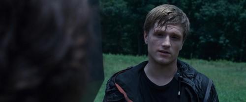 Peeta Mellark and Katniss Everdeen kertas dinding called The Hunger Games (2012)