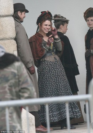 Josh Hartnett and Billie Piper on set