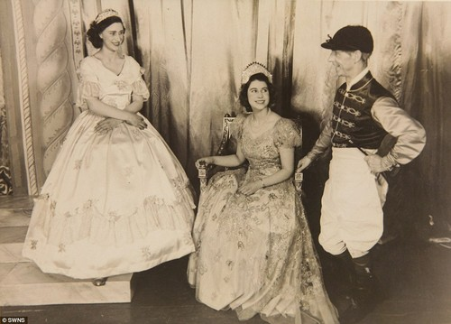 ratu elizabeth ii wallpaper possibly containing a hoopskirt and a polonaise, polineis called queen performed alongside Princess Margaret in cinderella in 1941