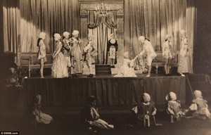 কুইন performed alongside Princess Margaret in সিন্ড্রেলা in 1941