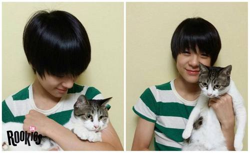 "SM ROOKIES Обои containing a tom, a kitten, and a cat called SMROOKIES ""JENO"" and his cat ""Bongsik"""