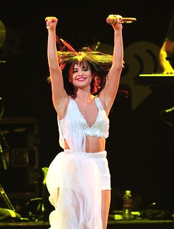 Selena performing at the KissFM Jingle Ball in Dallas (December 2)
