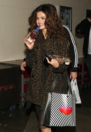 Selena backstage at 106.1 किस FM's Jingle Ball in Seattle , WA - December 8