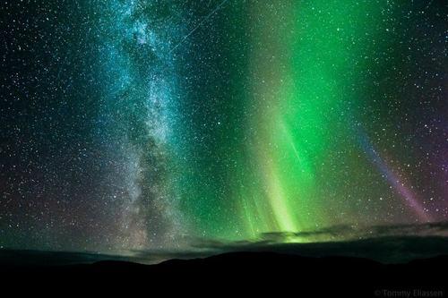 o espaço wallpaper with a fonte called Aurora Borealis