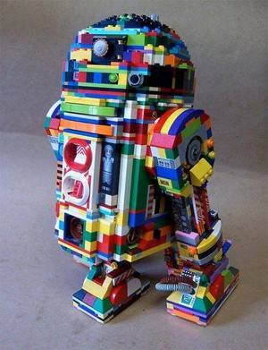 R2D2 made out of lego