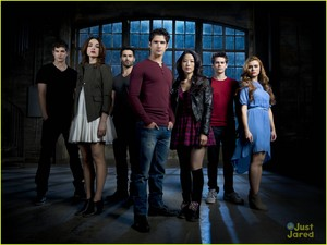 Season 3B promo foto Group