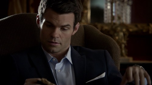 दि ओरिजिनल्स वॉलपेपर containing a business suit and a suit entitled Elijah Mikaelson