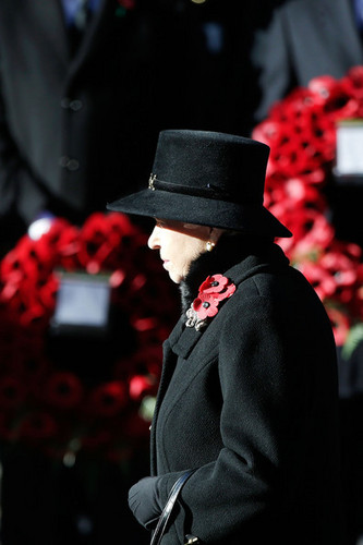 Ratu Elizabeth II kertas dinding with a fedora called The UK Observes Remembrance Sunday