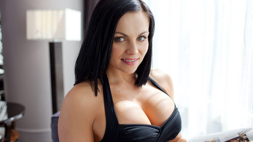 WWE Divas achtergrond possibly containing attractiveness called Diva dag Off: Aksana