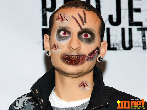 Chester Bennington hình nền entitled Zombie Chester!!