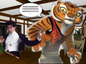 harimau betina, membukakan vs rocley