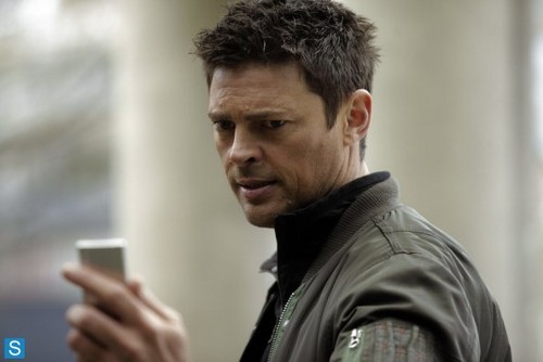 Almost Human wolpeyper probably with a portrait called Almost Human - Episode 1.07 - Simon Says - Promotional mga litrato