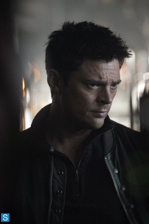 Almost Human - Episode 1.07 - Simon Says - Promotional fotografias