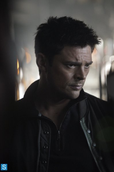 Almost Human - Episode 1.07 - Simon Says - Promotional تصاویر