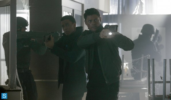 Almost Human - Episode 1.07 - Simon Says - Promotional 사진