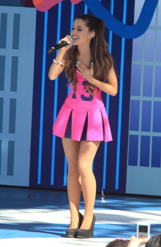 Ariana Grande Hintergrund possibly with hot pants and hot pants, hot-pants entitled Ariana Grande