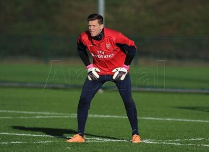 Arsenal karatasi la kupamba ukuta with a ballplayer, an outfielder, and a right fielder called Arsenal Training