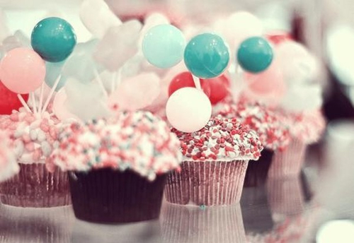 Cupcakes wallpaper possibly containing a cupcake, a bouquet, and a gumdrop entitled Sweet Cupcakes