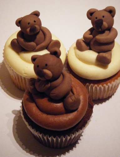 Cupcakes wallpaper possibly containing a cupcake and a cream cheese entitled Brown Bear Cupcakes