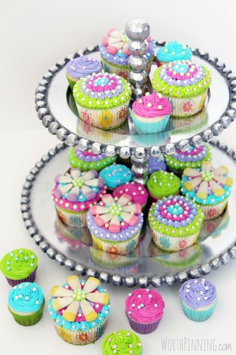 Cupcakes wallpaper possibly with a cupcake and a bouquet entitled Colorful Cupcakes