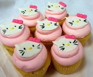 Hello Kitty 纸杯蛋糕