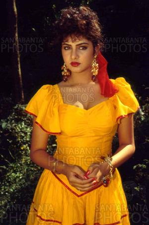 divya bharti پیپر وال possibly containing a sundress, a frock, and a کاک, کاکٹیل dress entitled Divya Bharti