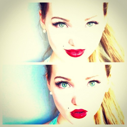 Dove Cameron wallpaper titled Dove Cameron