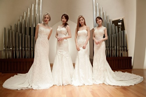 Girl's Day wallpaper possibly containing a bridesmaid titled GIRL'S DAY - SOMETHING