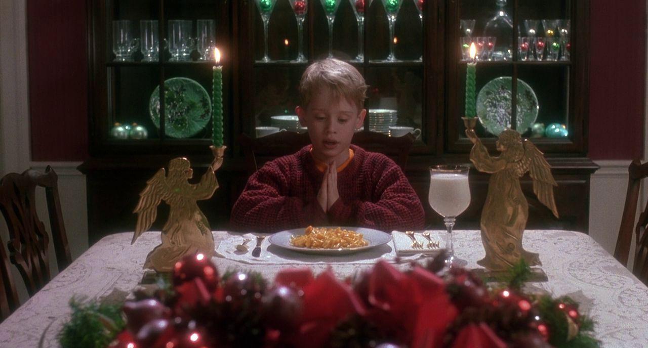 ホームアローン 一人で食事するケヴィンの壁紙